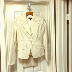 Winter White Pant Suit - Bebe